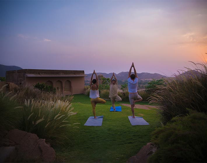 /fileadmin/user_upload/Journeys/Hotels/Alila_Fort_Bishangarh/5-jouneys-hotels-alila-fort-bishangarh-experience-yoga-at-spa-deck.jpg