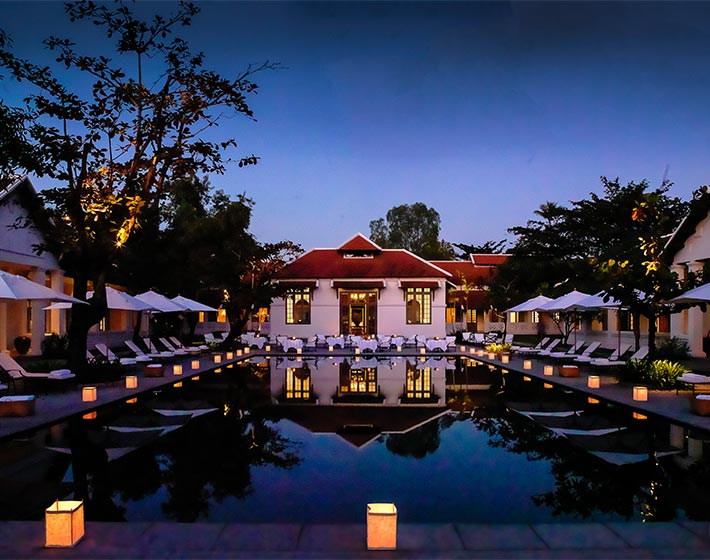 /fileadmin/user_upload/Journeys/Hotels/Amantaka/6-amantaka-pool-wide-night.jpg