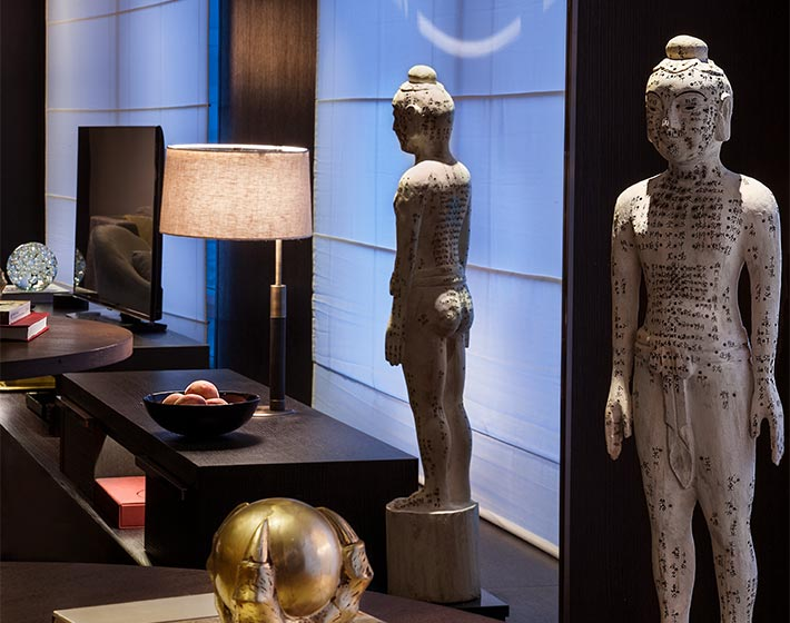 /fileadmin/user_upload/Journeys/Hotels/Rosewood_Beijing/3-jouneys-hotels-rosewood-beijing-art-objects-in-room.jpg