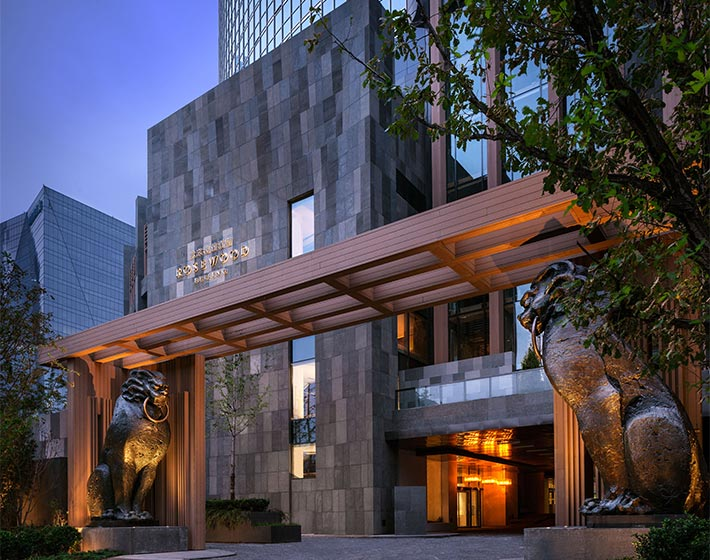 /fileadmin/user_upload/Journeys/Hotels/Rosewood_Beijing/4-jouneys-hotels-rosewood-beijing-jiao-tu-sons-of-dragon-entrance.jpg