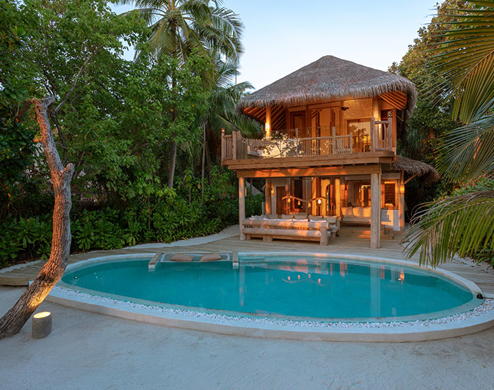 /fileadmin/user_upload/Retreats/Soneva_Fushi/11-soneva-fushi-villa-bedroom-crusoe-suite-with-pool.jpg