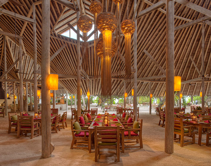 /fileadmin/user_upload/Retreats/Soneva_Fushi/2-soneva-fushi-down-to-earth-restaurant-interior.jpg