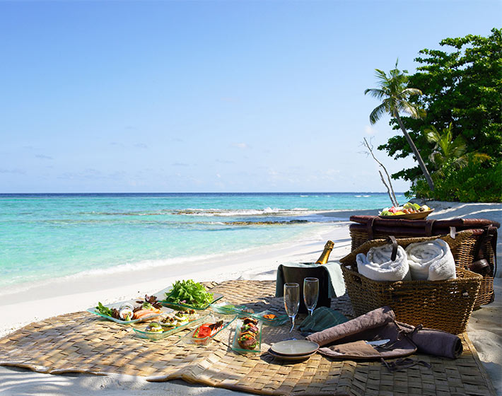 /fileadmin/user_upload/Retreats/Soneva_Fushi/6-soneva-fushi-experiences-island-picnic.jpg